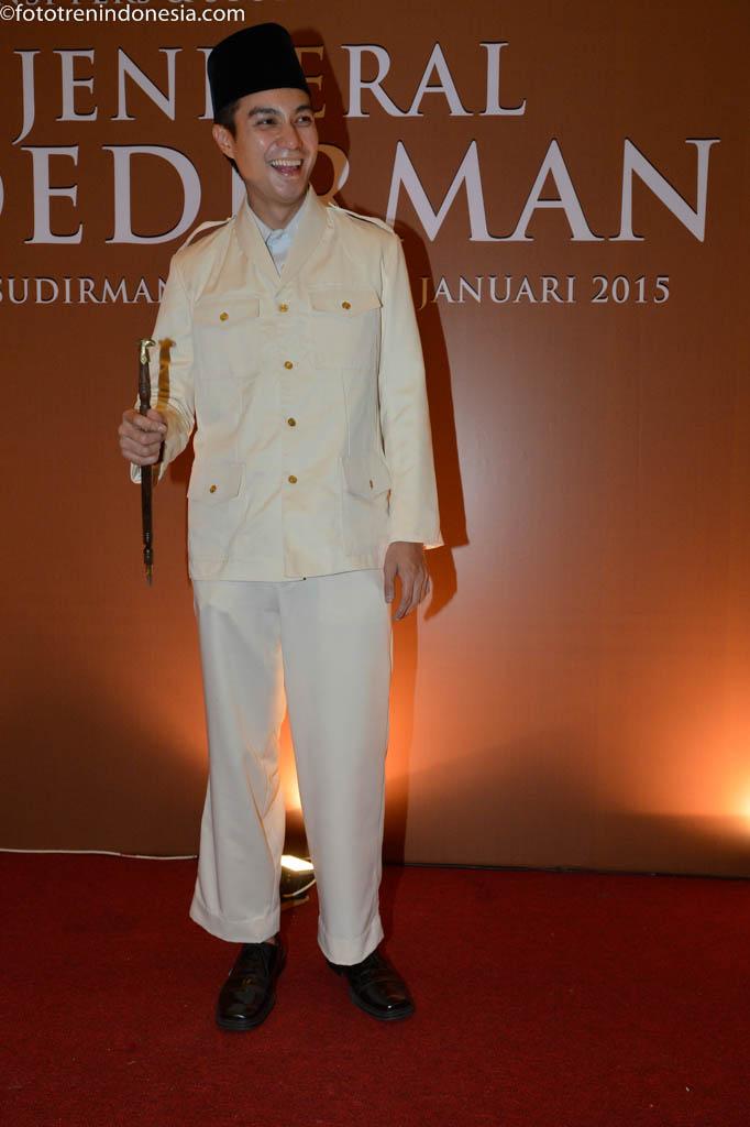 Pemeran Soekarno di film Jenderal Soedirman, Baim Wong, menghadiri syukuran produksi film Jenderal Soedirman di Balai Sudirman, Jakarta, Selasa (20/1). Film tersebut merupakan film biografi pejuang kemerdekaan Jenderal Soedirman.  ANTARA FOTO/Rosa Panggabean/ed/NZ/15.